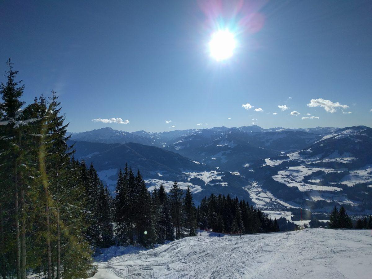 sunny day panorama skiwelt