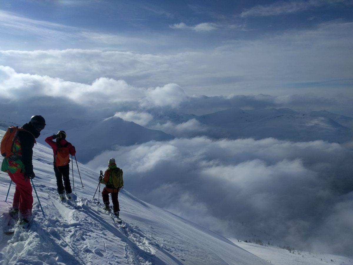 popva sapka, 3 skiers above clouds