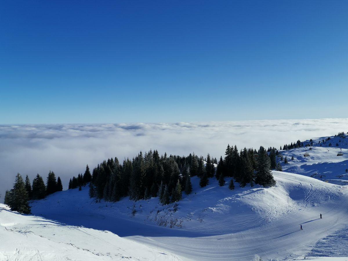 Jahorina panorama, piste above cloud